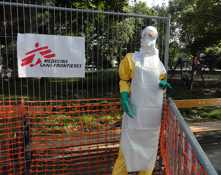 Ebolapuppe, Ärzte ohne Grenzen, Ausstellung