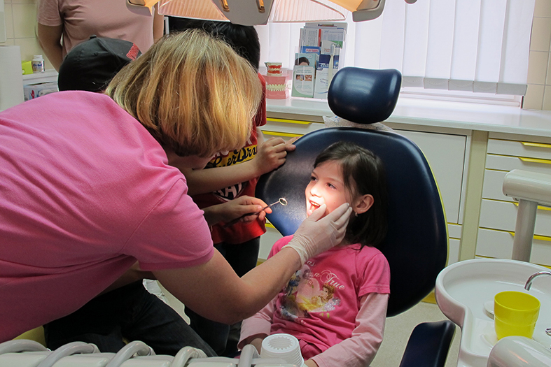 Zahnarztbesuch, Kinderflüchtlingsprojekt LIMDA, Foto: © Tina Handl