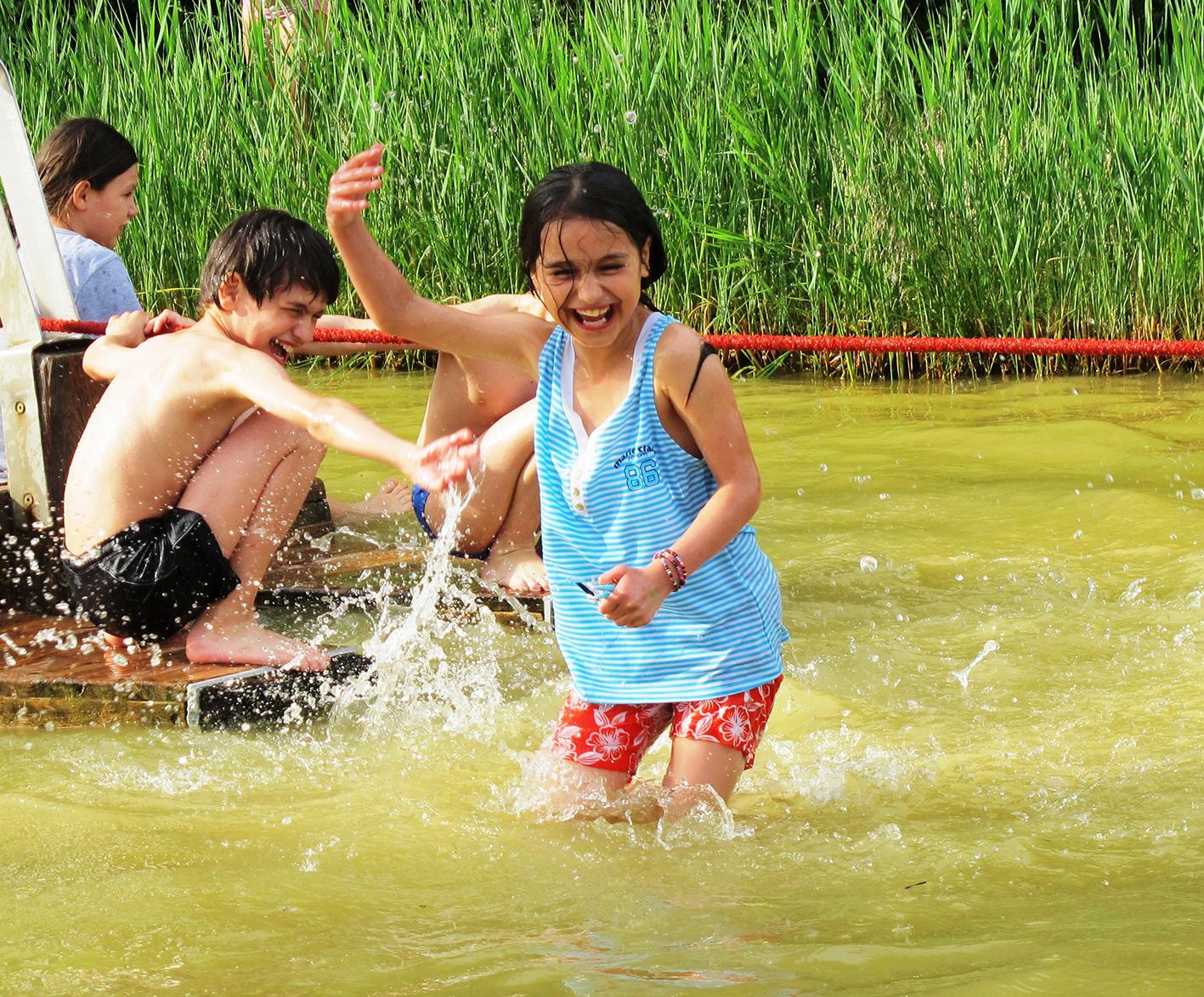 Wasserspielplatz, Kinderflüchtlingsprojekt LIMDA, Foto: © Tina Handl
